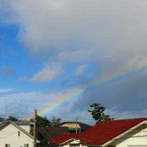 寒気流入で時雨模様、朝の虹
