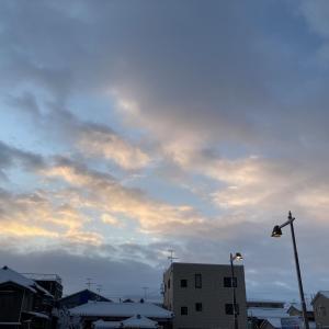 海岸平野部で積雪増える、午後は気温上昇で霙模様