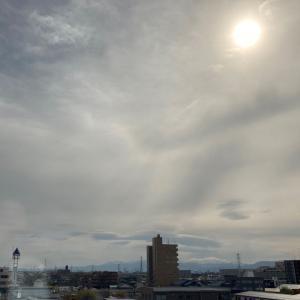 悪天候を告げるレンズ雲