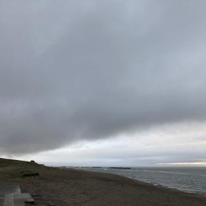 日本海の沖合方向から雲切れてくる