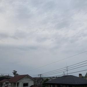 高層雲広がり朧な空