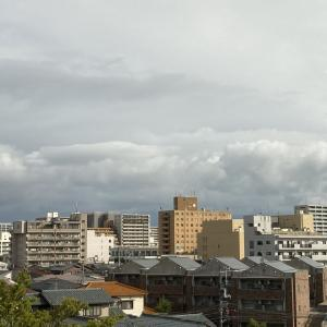 雲多く俄か雨も