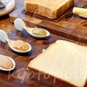 京都三条鴨川の嵜本ベーカリーカフェでブランチ!高級食パンさきもとへ