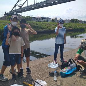 子供達と餌釣り…