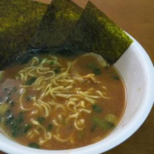 ローソンで販売中の横浜家系総本山 吉村家 のとんこつ醤油カップラーメンを実食!香ばしくてうまかった!