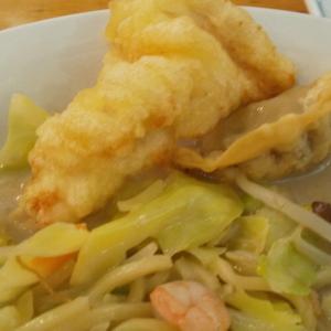 稲田堤のリンガーハットでちゃんぽんととり天・揚げ餃子350円のトッピングを実食!浸して食べるとうまし!
