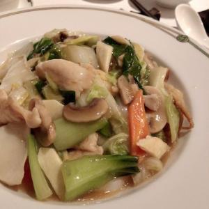 中国飯店 市ヶ谷店はランチに予約は必要?食べた五目あんかけやきそばは素材の歯応えと旨味が際立って美味い!
