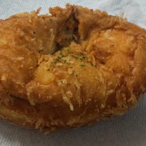 ヤオコーのパン屋さん pino毎日手包み辛口カレーパン を実食!ほんのりな辛さで何よりパンが美味い1品!