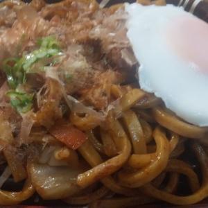 いなげや稲城矢野口店の 焼うどん(小倉風ソース味)を実食!ほんのり酸味が鼻を突く優しい味付けが美味い!