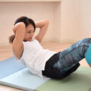 筋トレの定番【シットアップ】腹筋運動で魅せるお腹の正しいやり方
