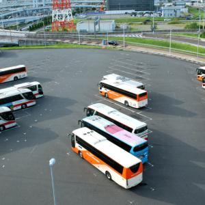 """2792.  """"積み木を並べたような""""バスたち 羽田空港駐車場"""