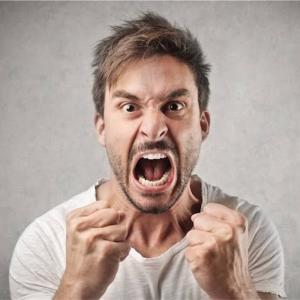 怒っている=何かに困っている。と考える⁉️