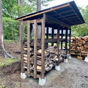 薪棚の屋根