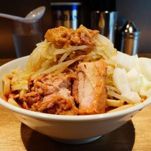 MEN YARD FIGHT - 辛いラーメン初食。「たまラーメン」の辛改良系?程よい辛さが夏に合う。