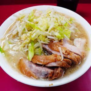 ラーメン二郎 京急川崎店 - 川崎駅前ぶち上げ前にパワー飯。グリルチキン風豚が特徴的。
