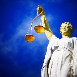 催眠術をかけられた状態での犯罪は有罪?催眠術師は罪に問われるのか。