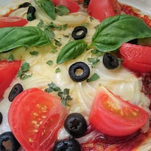 市販の冷凍ピザで作る!マジョラムで作る本格ピザ【レシピ】