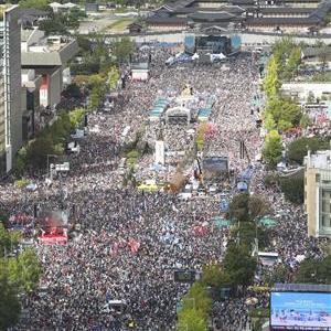 【韓国】反文デモに300万人集結「文氏を大統領の座から引きずり下ろす!」声を上げた退役軍人 識者「文政権の実態がバレ始めた」[10/5]