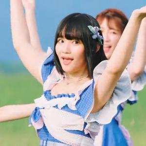 """【芸能】 AKB48 矢作萌夏 ツイッターに """"谷間モロ出し"""" 写真を公開・・・ファン興奮 「胸にしか目がいかない」"""