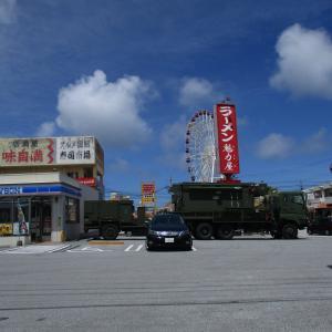 米軍が上陸した慶良間諸島の島影。国道58号線沿いのアメリカンな景色。 戦後75年 沖縄戦の戦跡を巡る旅 旅行記その2