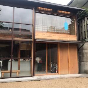 ブルーボトルコーヒー京都カフェは南禅寺のすぐ近くです。京都2号店は六角堂の近くにこの秋オープンされますよ。