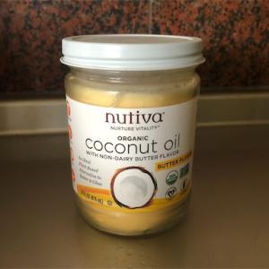 バター風味のオーガニックココナッツオイル[Nutiva]にローズマリーとハチミツで。