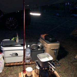 ソロキャンプやツーリングキャンプにオススメなランタンスタンド!FIELDOOR (フィールドア)クランプ式 コンパクトランタンスタンドを使ってみた。