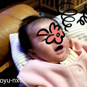 授乳中に赤ちゃんが泣く原因は?文句を言いながらお乳を飲む娘。