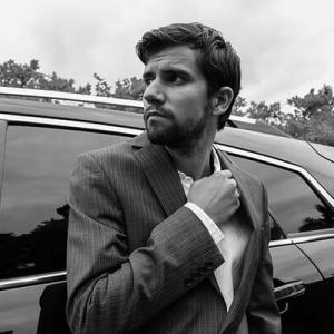 車の運転中に手を繋ぐ男性の心理とは?女性の場合はかまってほしい?