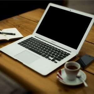 はてなブログを始めて1年8ヶ月目の運営報告!楽天ROOMを始めてみた!