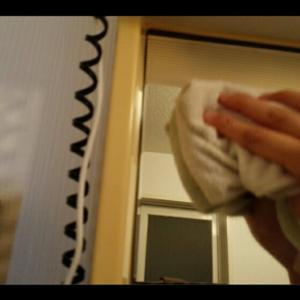 【洗面所】鏡も払う。