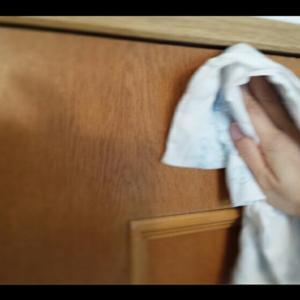 クローゼットの扉を拭いてみた。
