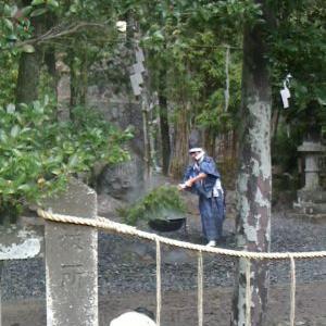 諏訪神社の湯立神事です。