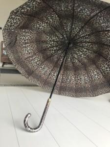「雨にぬれても」傘の断捨離