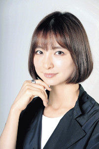 篠田麻里子が第1子妊娠、結婚パーティーで報告