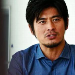 難病で芸能活動休止中の坂口憲二さん、コーヒー焙煎士に。