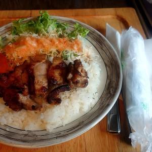 札幌市 カフェ 倫敦館 / 鳥肉+パプリカ風味?