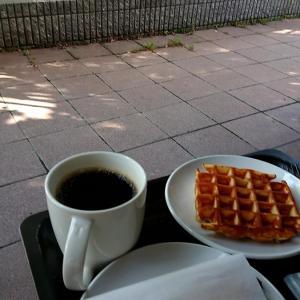 札幌市 スターバックス-コーヒー 宮ヶ丘店 / テラス席が気持ちいい