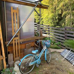 自転車置き場を作り始めました