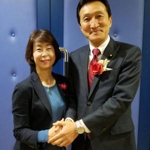 ワタミ創業者 渡邉美樹氏にバラ折りのコサージュを!