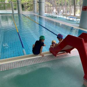 プールへレッツゴー‼︎ 泳ぎ終わった後、子供の顔に!