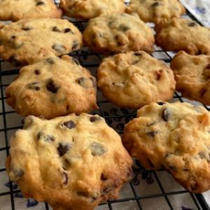 クッキーに入れるクーベルチュールチョコとスーパーで買えるチョコチップの違い