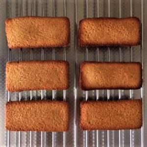 一個の卵でフィナンシェとクッキーの2種類のお菓子が作れます