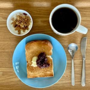自家製のもので久しぶりにパンで朝食