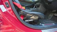 RECAROのステッカーをシートレールに貼った