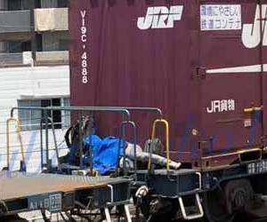 鉄オタ!?貨物列車にこっそり隠れて乗っている人の動画が撮影され話題