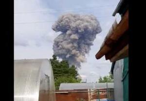 ロシアのTNT火薬プラントが大爆発する事故の瞬間を捉えた動画
