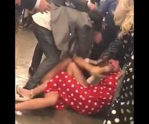 女同士がお互いの髪をつかみ合って殴る蹴るのマジ喧嘩