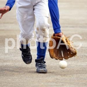 """守備における""""フットワーク(足さばき)""""の重要性と上達方法(野球上達論)"""