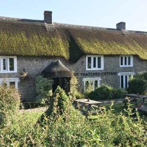 おいしいご飯が食べれる Thatched cottage (ホテル)@ Shepton mallet